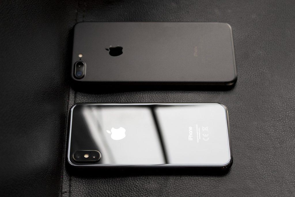 Какой белый или черный iPhone X
